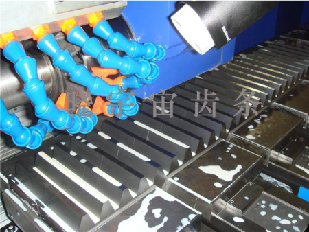 铣削齿条所用的铣刀,是和齿条模数相同的8号齿轮铣刀