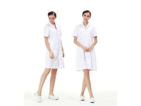 """防护服是医护人员的""""保护伞"""""""
