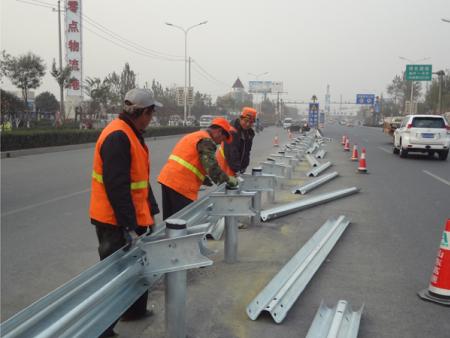 济南黄河大桥防撞护栏安装