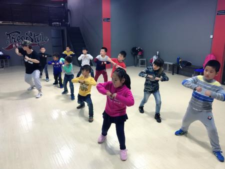 小孩子学习街舞有什么好处