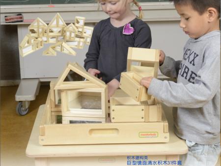 室内儿童搭建积木