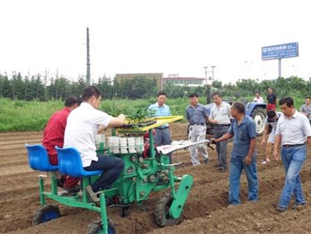 欢迎新疆农机所王学农所长和农业部陈永生主任