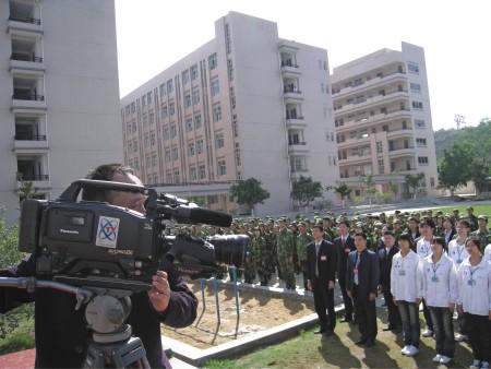 中央电视台对我校军事化管理进行采访报道