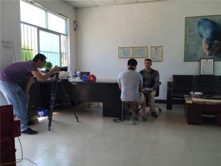 广西电视台和第一书记到场拍摄