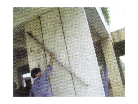 步骤四:检测墙板平整度