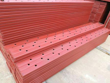 如何安装钢架板