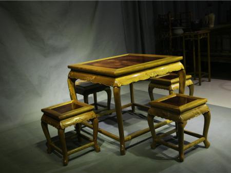 三弯腿束腰方桌