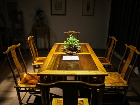 明式罗锅枨餐桌