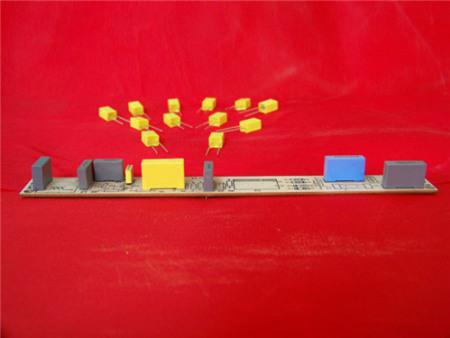 超小型塑壳电容器应用在线路板上