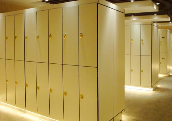 西安更衣柜要做好日常的維護和清潔