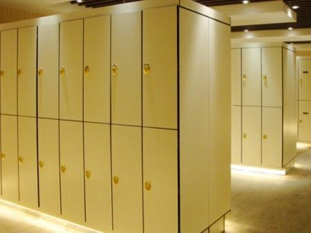 西安更衣櫃要做好日常的維護和清潔