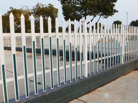 锌钢护栏能与多种风格的建筑物和区域环境和谐统一