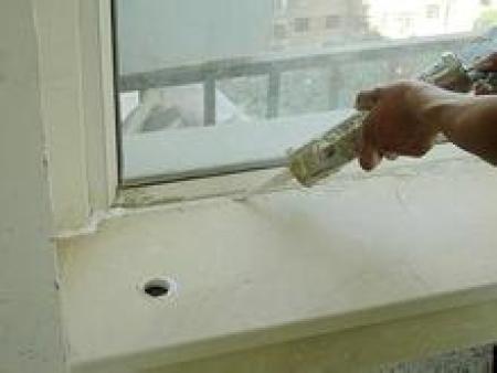 玻璃膠發霉不用請工人,自己在家就能搞定