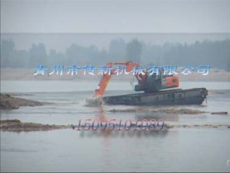 水陆两栖挖掘机