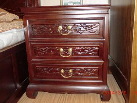 古典床頭柜