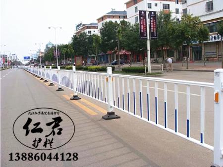 详解武汉交通护栏的重要性
