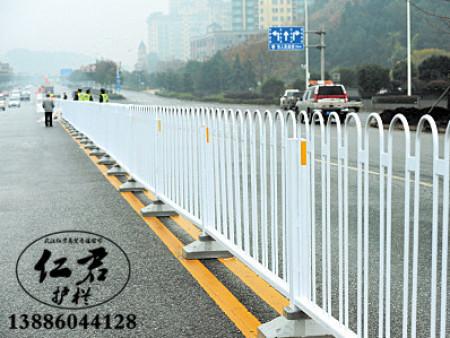 清洗道路护栏