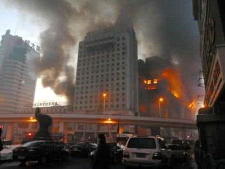 西安自在广场小区着火 目前仍有住户被困