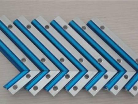 直线机床导轨刮屑板