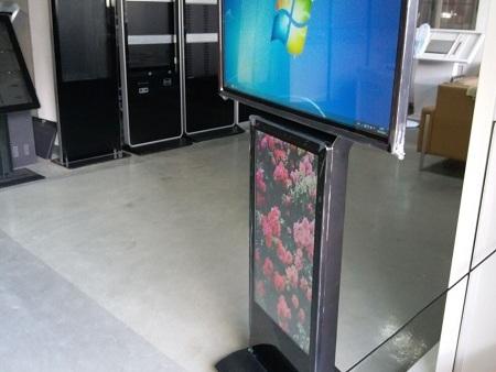 大尺寸双屏广告触摸亚博官网网站