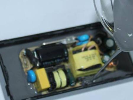 立凡导热硅胶材料应用-充电器