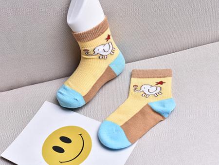夏天到了,宝宝到底要不要穿袜子?