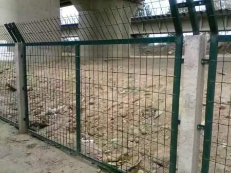 琅东铁路线路防护栅栏施工