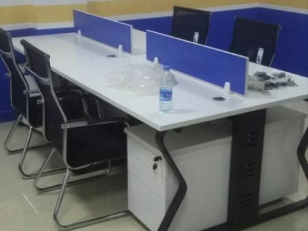 員工工位桌