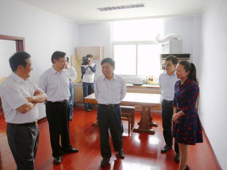 市委书记范修芳参观协会营养配餐实操室