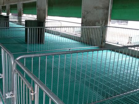 如何有效的控制猪场潮湿 ?仔猪保育栏来支招
