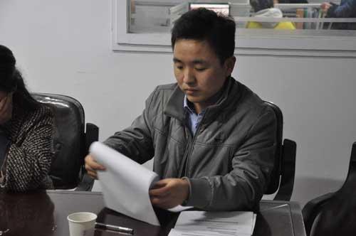 職工代表韓明偉宣讀表決結果.jpg