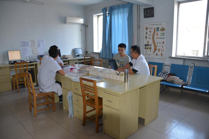 骨科医生办公室 (7).jpg