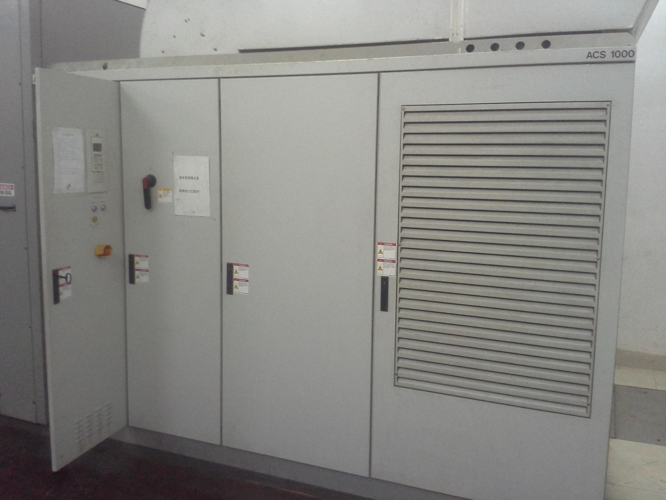 ABB高压变频器检修中20151118.jpg