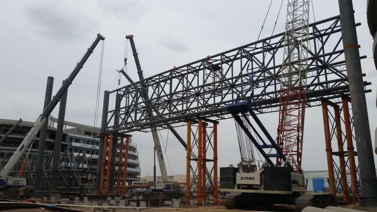 兰州新区保税区钢结构吊装