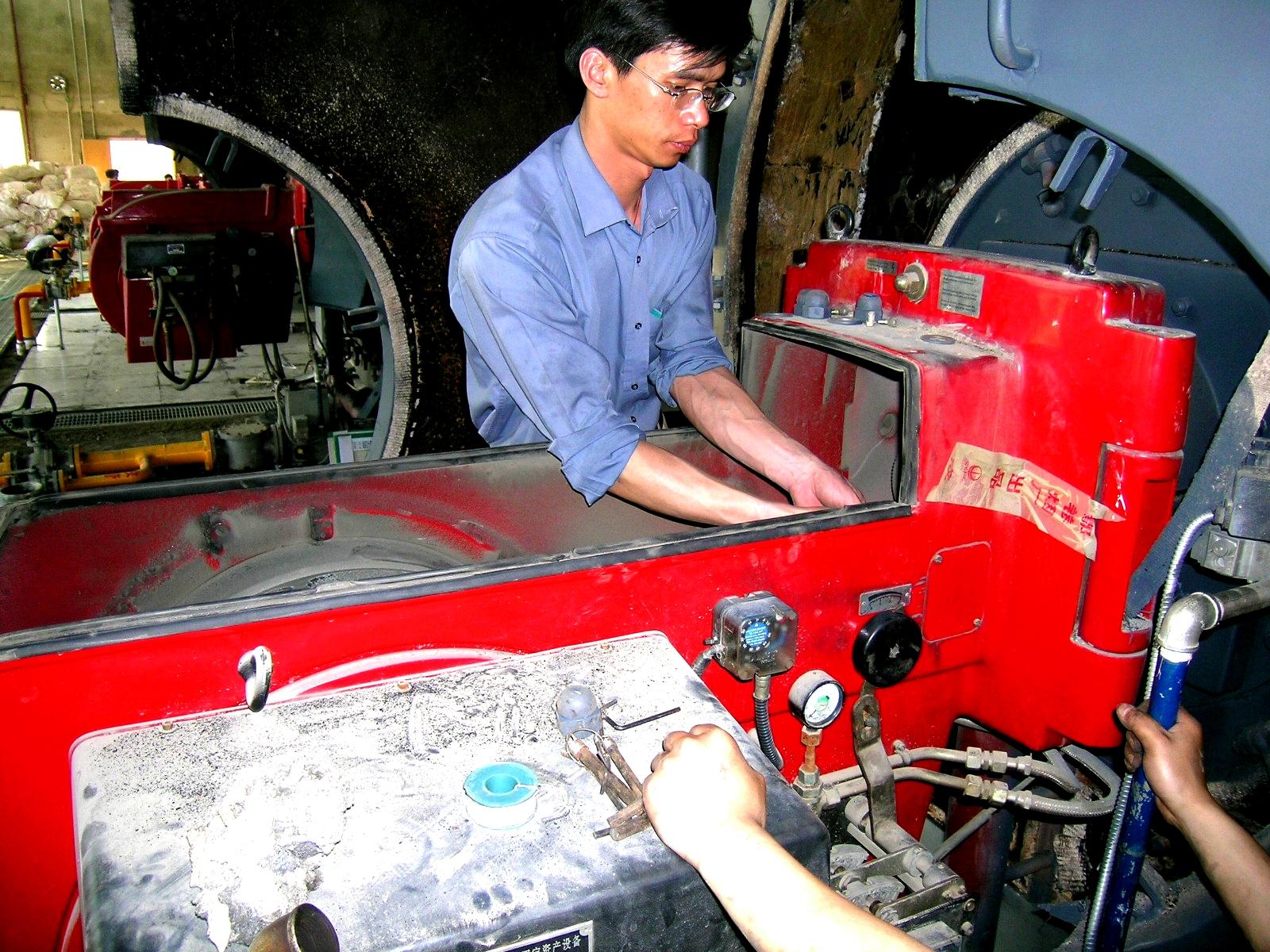 检修维护锅炉设备2.jpg