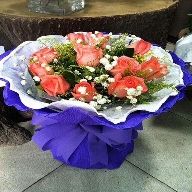 11枝粉玫瑰.jpg