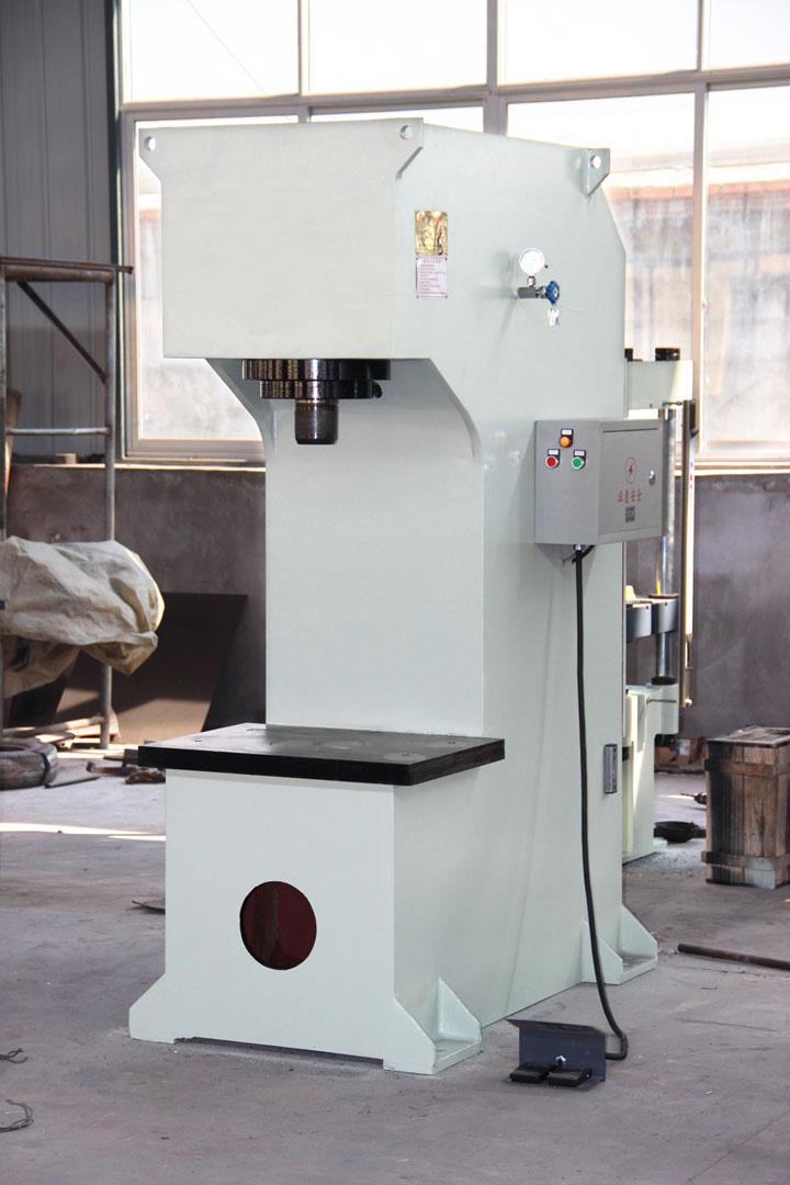 Y41-63T单臂液压机(工:500X400开:600行360).jpg