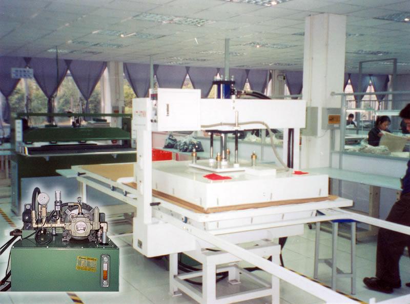 YP-120S型 液壓式大型平面熱壓機.jpg