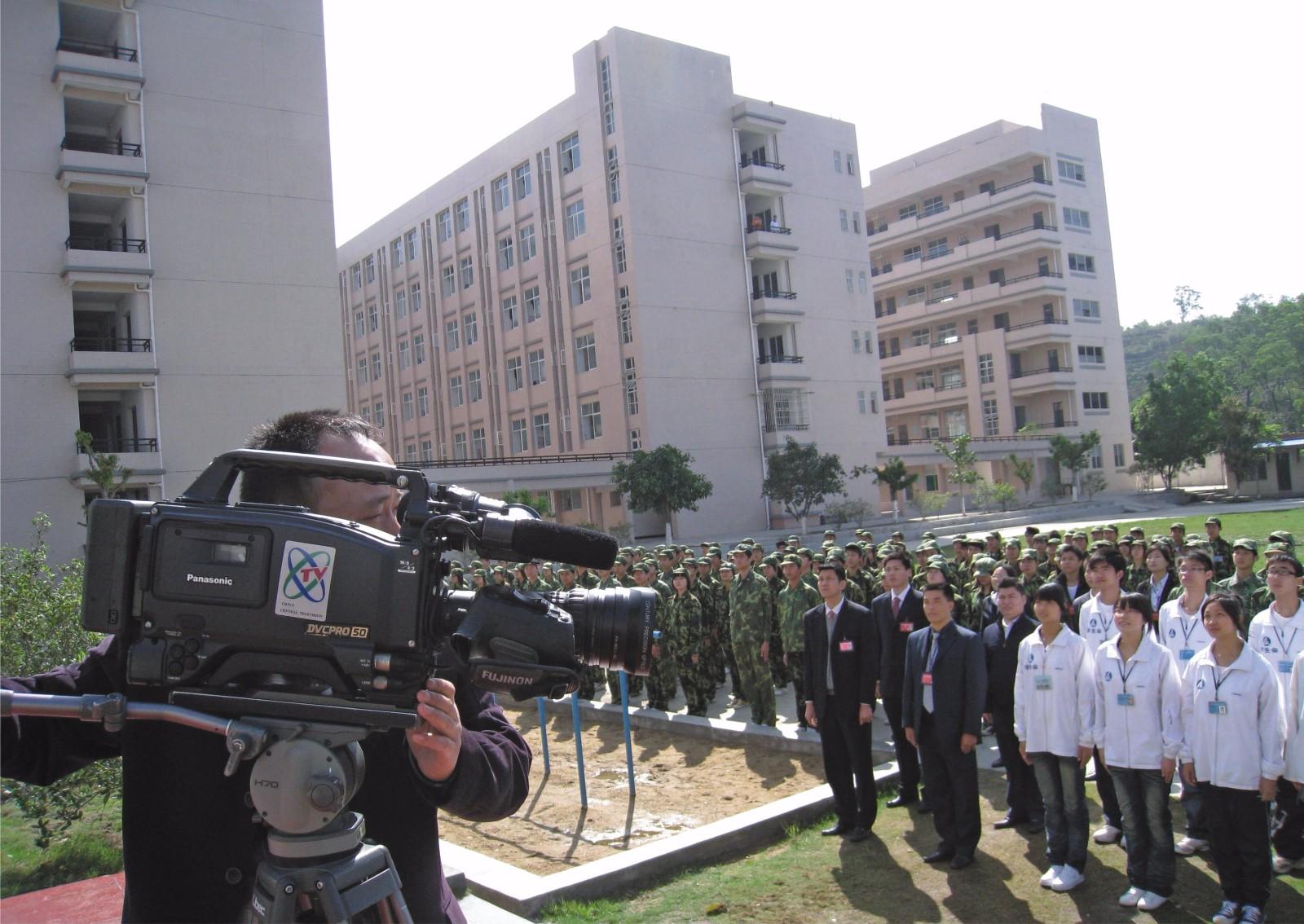 中央電視臺對我校軍事化管理進行采訪報道
