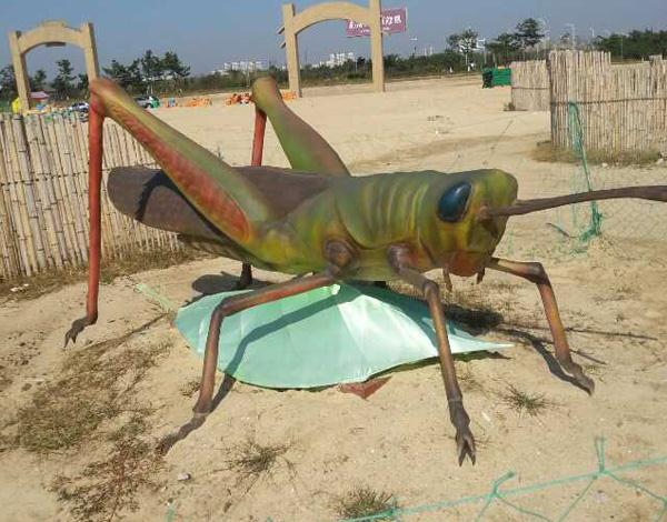 玻璃鋼雕塑蟋蟀.jpg