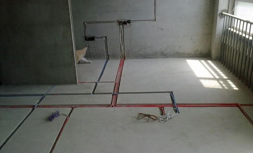 常用电路分配办法是:插座一路,照明一路,空调一路,依据每路电的容量来