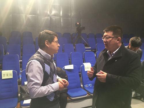 王素锋站长与现场投资人相互交流.jpg