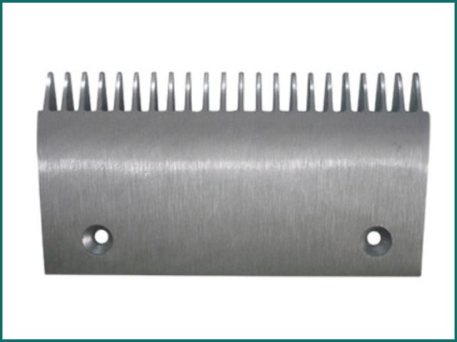 互生网站产品 hyundai escalator comb plate.jpg