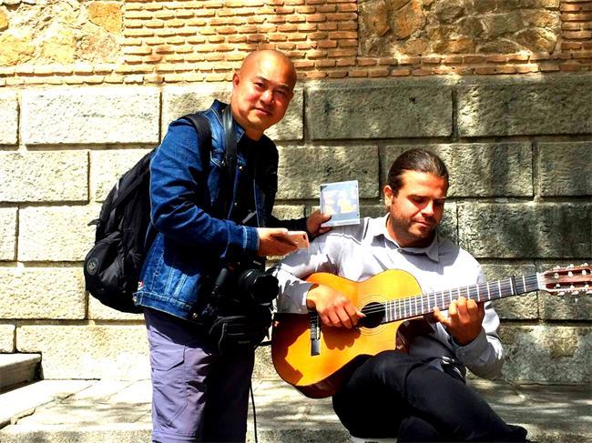 托莱多古城吉他手2.jpg