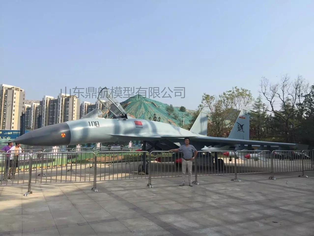 歼-15海军灰色.jpg