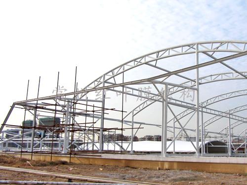 江苏苏浙皖边界市场扩建工程膜结构施工中2.jpg