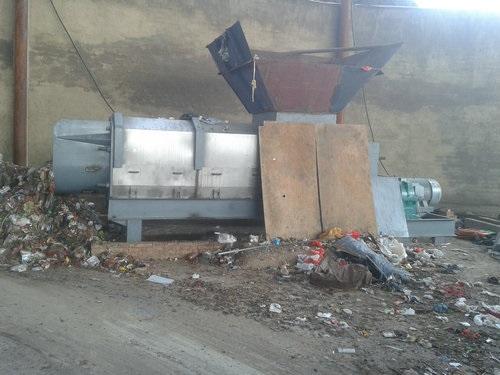 2014垃圾压榨机现场图片_.jpg