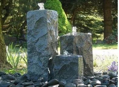 六方石喷水柱