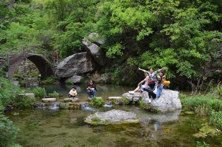 是一处位于河南省淅川县仓房镇西北部的精品峡谷风景区,堪称中原第一