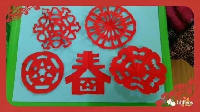 """做为中国民间艺术之一的剪纸,已有悠久的历史。剪纸是一种实用性强、表现力丰富、流行最为广泛的民间艺术。剪纸活动是幼儿使用剪刀把中国民间剪纸工艺中""""黑影""""、""""镂空""""两种主要的剪纸图形设计手段与幼儿剪纸相结合,使幼儿在原有的基础上学习剪出多种创意图案。剪纸创作活动中的若干要素包括:色彩、造型、构图等。与成人相比,幼儿园年龄阶段幼儿总体水平都很低,但是,随着幼儿年龄的增长,幼儿生活经验日益丰富,幼儿剪纸表现能力也会不断提高,体现本年龄阶段的发展区。"""